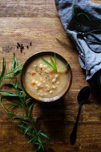 Romanian white bean soup